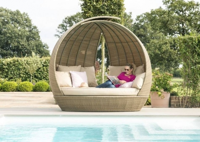 The Attractive Rattan Garden Daybeds